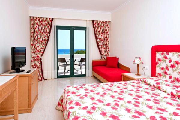 Rodos, Hotel Rodos Maris, camera, pat, canapea, tv, terasa.jpg