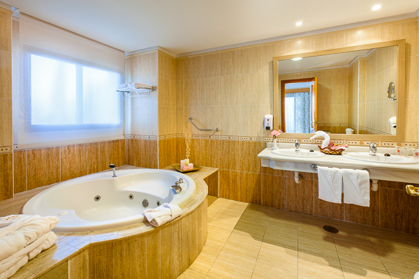 hotel fanabe costa sur - hotel costa adeje - bathroom junior suite.jpg