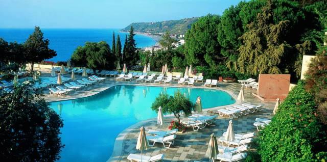 amatus-beach-pool.jpg