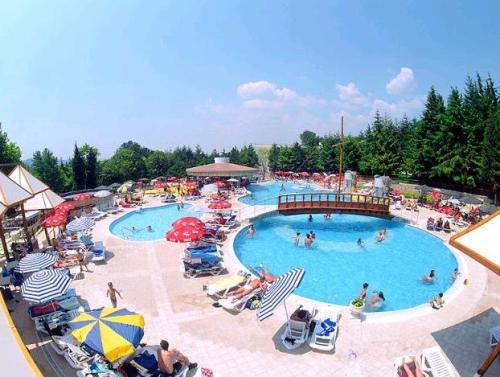 Hotel Magnolia Complex piscina.JPG