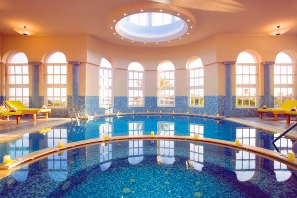 Hurghada, Hotel Movenpick El Gouna, piscina interioara.jpg