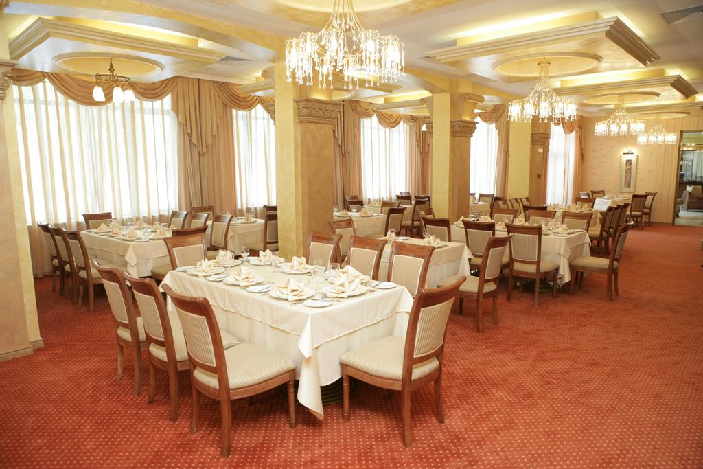 Hotel Romance-Splendid Restaurant.jpg
