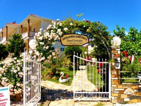 Zakynthos, San Giorgio Apartaments, intrare.jpg