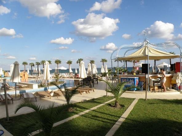 Zornitsa Sands, Sv.Vlas, exterior, beach bar, sezlonguri.jpg