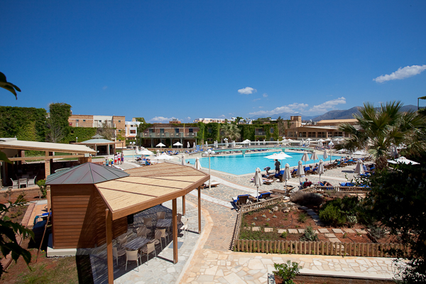 Creta, Hotel Aquis Bella Beach, piscina, terasa.jpg
