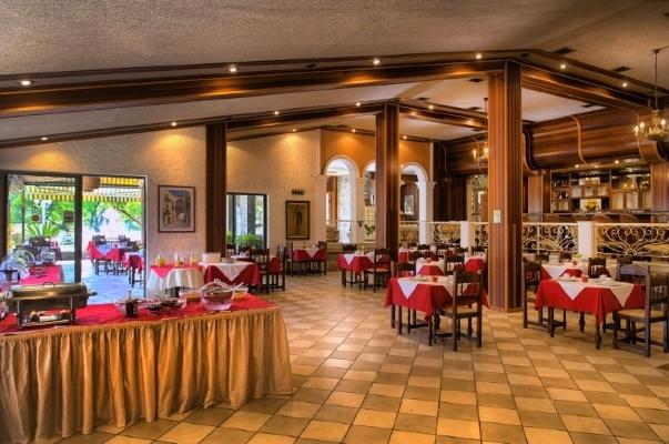 Corfu, Hotel Molfetta Beach, restaurant.jpg