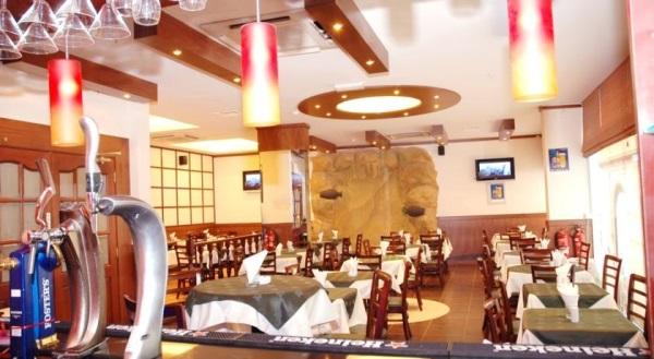 Dubai, Hotel Fortune Deira, restaurant, mese.jpg