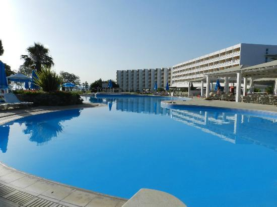 louis-kerkyra-golf_piscina.jpg