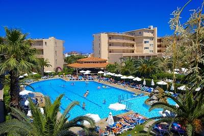 Hotel Resort Pool Side mica.jpg