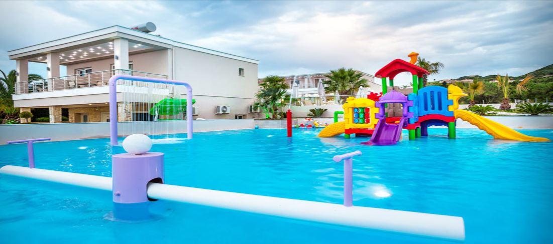 anna piscina copii.JPG