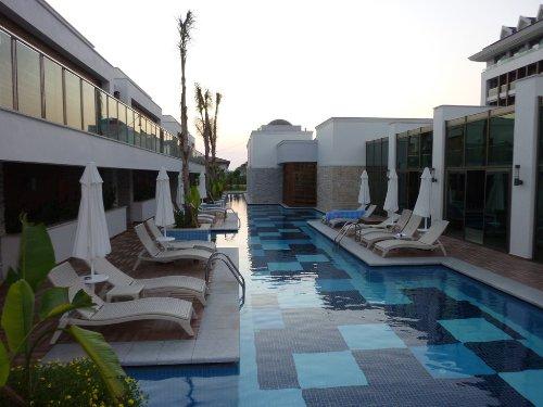 Hotel Sensimar Belek Resort and Spa piscina.jpg