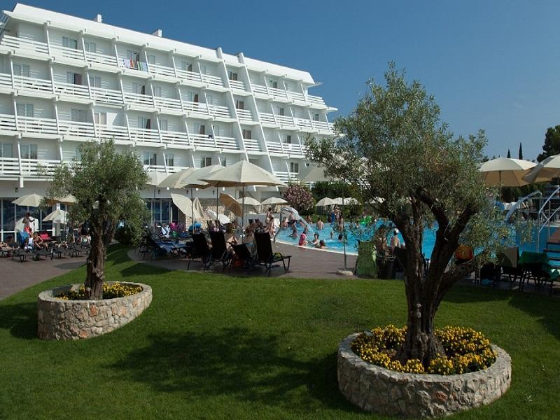 hotel_olympia_pool_4.jpg