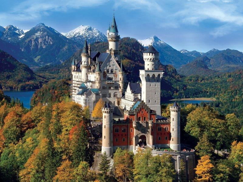 Neuschwanstein castle hello holidays.jpg
