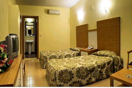 Hotel Omer Holiday Village poza camera standard.JPG