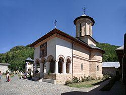 250px-Biserica_manastirii_Polovragi.jpg