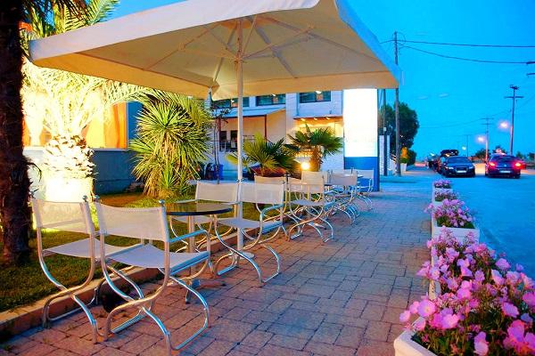 Paralia Katerini, Hotel Yakinthos, exterior, hotel, terasa.jpg