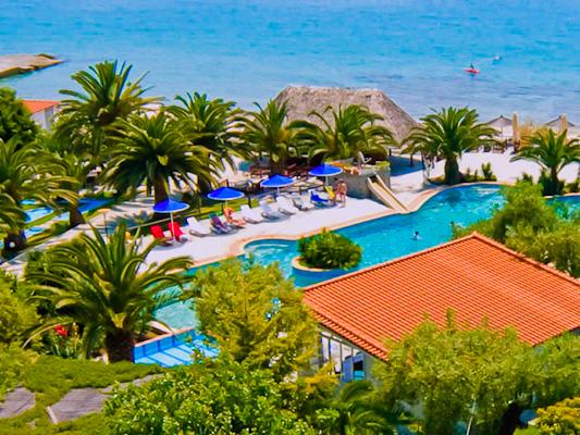 Halkidiki, Hotel Mendi, piscina exterioara, vedere mare.jpg