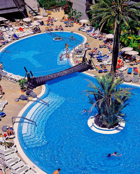 Tenerife, Hotel Fanabe Costa Sur, piscina exterioara, sezlonguri.jpg