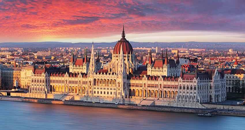 Budapesta hello holidays.jpg