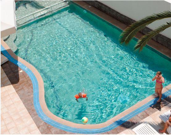 polis piscina.JPG