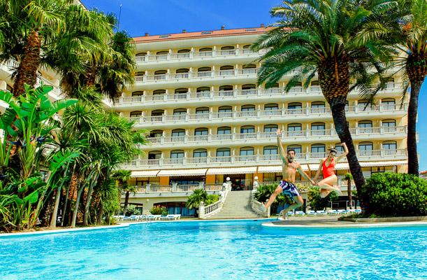 Costa Brava, Aqua Hotel Bella Playa, piscina exterioara.jpg