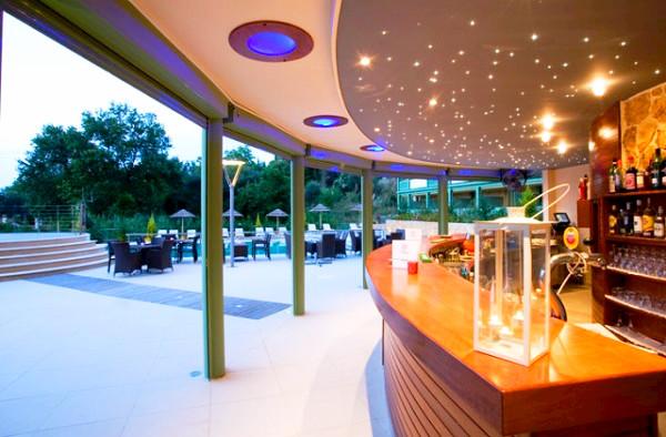 Corfu, Hotel Ariti Grand, exterior, bar, terasa.jpg