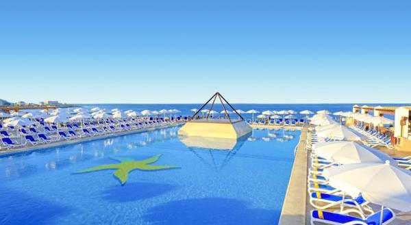 Tenerife, Hotel Iberostar Bouganville Playa, piscina, sezlonguri.jpg