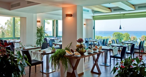 Hotel Amathus Beach restaurant.jpg