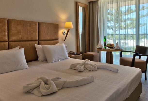 minos_hotel-deluxe_room3 resized.jpg