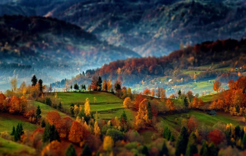 Beautiful-sunrise-over-the-Maramures-village-Transylvania-Romania.jpg