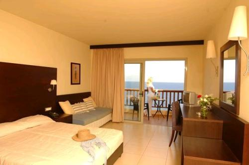 Hotel Sensimar Sea Side Resort & Spa camera standard superioara.JPG
