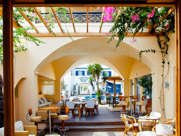 Santorini, Hotel Levante Beach, terasa.jpg