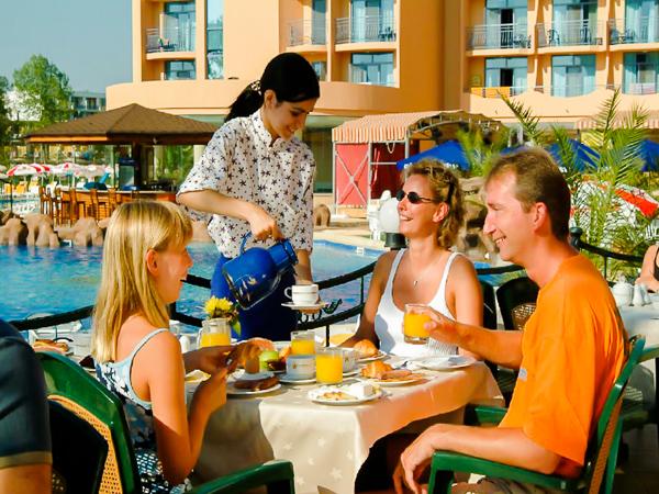 Sunny Brach, Tiara Beach, restaurant terasa.jpg
