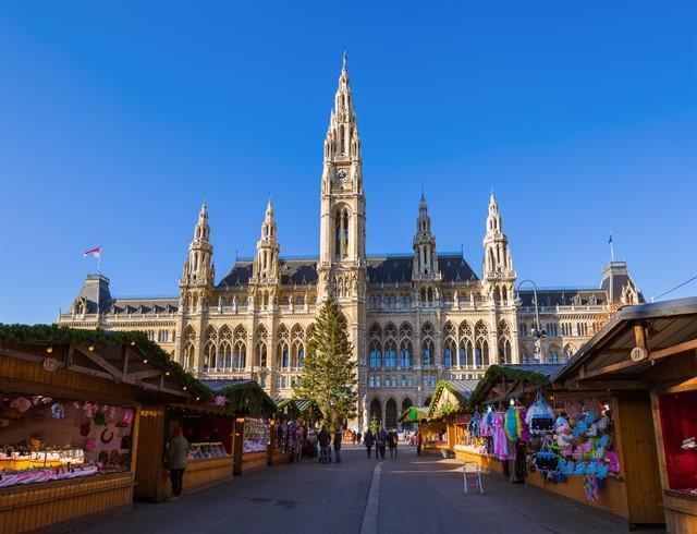 Christmas Market near City Hall in Vienna Austria_640x490.jpg